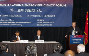 Berkeley Lab Director Paul Alivisatos (right) welcomes ARPA-E Director Arun Majumdar and National Development and Reform Commission Vice Chairman Xie Zhenhua to the Second U.S.-China Energy Efficiency Forum.
