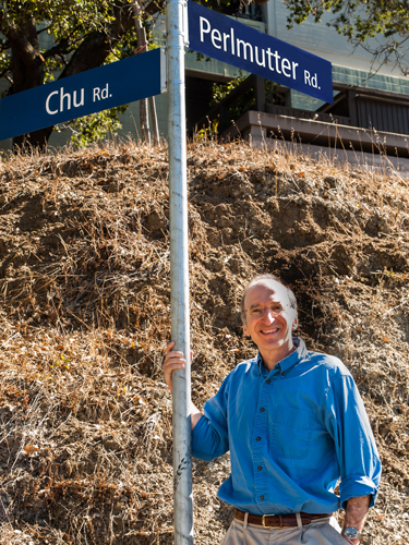 Physics Nobelist Saul Perlmutter with the newly revealed Perlmutter Road sign