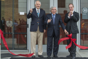 Cutting the ribbon to the General Purpose Laboratory are (l-r) Berkeley Mayor Tom Bates, Energy Secretary Moniz, Berkeley Lab Director Paul Alivisatos.